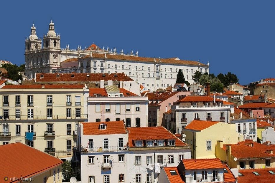 Spojrzenie na Lizbonę z punktu widokowego Portas do Sol