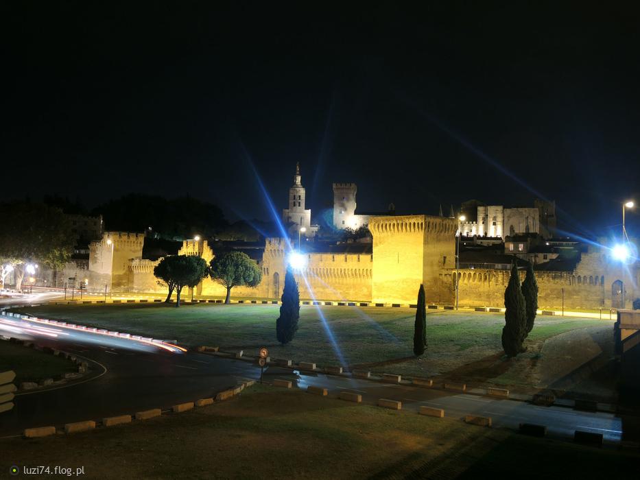Avignon w nocy