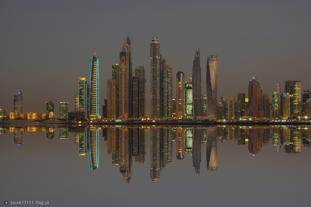 Dubaj nocą