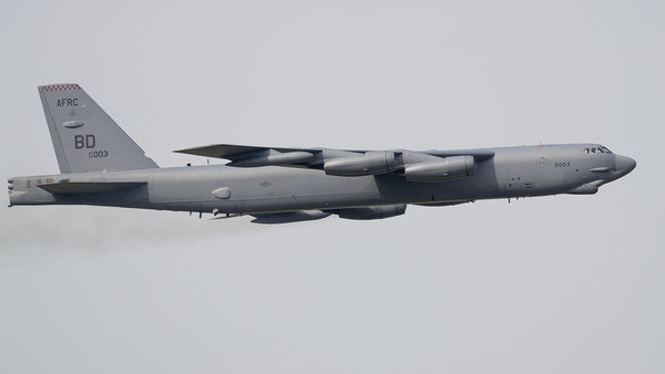 http://s24.flog.pl/media/foto_middle/12132078_b52-stratofortress-podczas-przelotu-na--air-show-2017.jpg