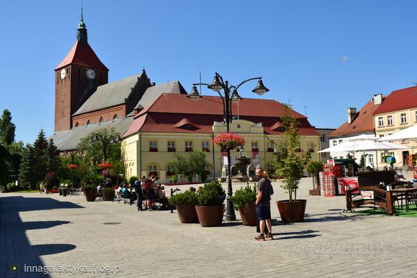 http://s24.flog.pl/media/foto_middle/12150406_darlowo-rynek-w-podziekowaniu.jpg