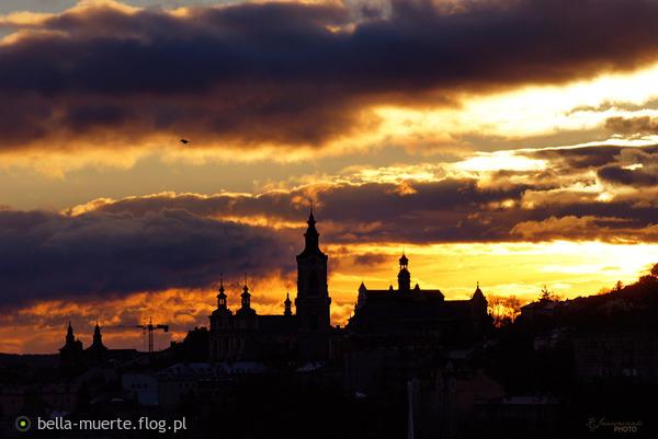 http://s24.flog.pl/media/foto_middle/12209788_wschod.jpg