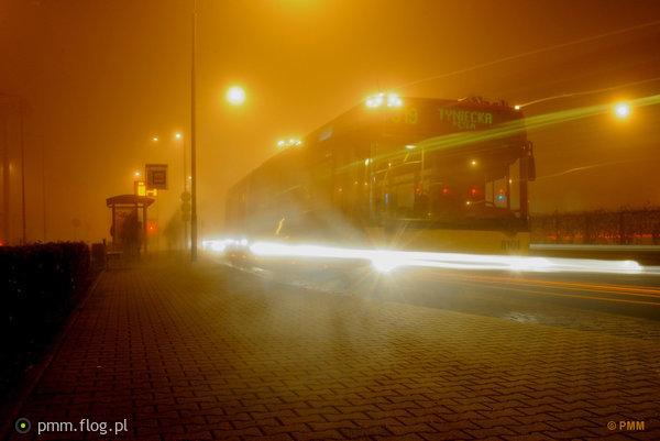 http://s24.flog.pl/media/foto_middle/12225859_wroclawski-autobus-widmo-w-nocnej-mgle-volvo-7000a-mpk-wroclaw-8101-linia-319.jpg