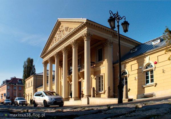 http://s24.flog.pl/media/foto_middle/12259208_budynek-obecnego-zaespolu-szkol-ogolnoksztalcacych-bednarska.jpg