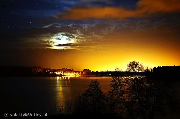 http://s24.flog.pl/media/foto_middle/12279716_jezioro-biale--augustowskie-widok-z-patelni.jpg
