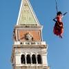 latająca dziewczyna z Wenecji :: Zdjęcie  jak zdjęcie - opowieśc ciekawa. To jeden z elementów otwarcia wjeneckiego karnawału. Z camp