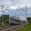 EN100-03 :: Predator, jako pociąg WKD<br /> do Warszawy Śródmieścia <br />WKD, ruszył z przystanku <br />Reguły.   16.09.201