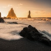 Złoty poranek na czarnej <br />plaży Reynisfjara