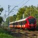 35WE-001 :: Impuls, jako pociąg Szybk<br />iej Kolei Miejskiej linii<br /> S1, relacji Otwock Warsz<br />awa Służewiec, zbliża
